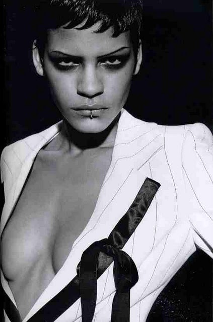 Amber Valletta Nude Photos