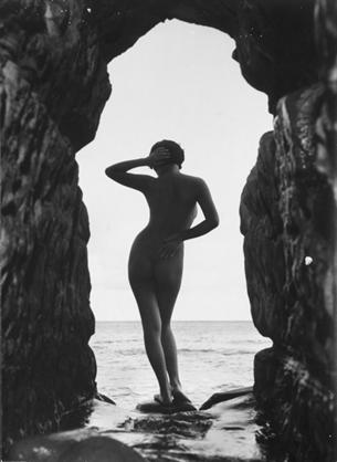 iwase-yoshiyuki-modernist-nude-7-photographs-silver-print